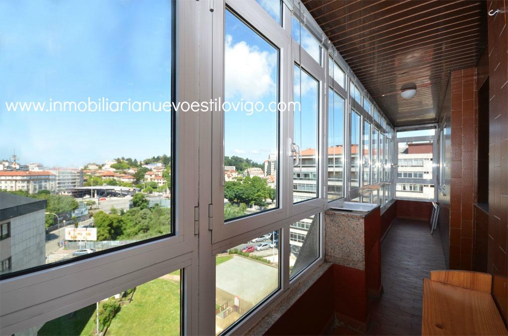 piso amueblado totalmente exterior de tres habitaciones y dos terrazas cubiertas _ vigo zona plaza de espaa