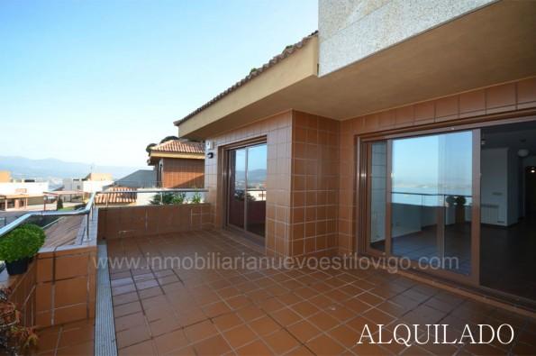 Vivienda con terraza de 15 m2 en urbanización maclas Vista Real_Baiona