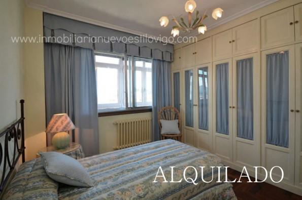 Piso amueblado totalmente exterior de tres habitaciones y dos terrazas cubiertas _ Vigo – Zona Plaza de España