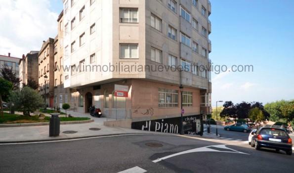 Amplio Local_oficina, a pie de calle, totalmente exterior, en C/ Menéndez Pelayo – esquina Pi y Margall
