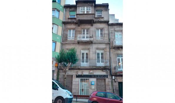 Edificio a rehabilitar con fachada a conservar, en C/ México-Vigo_zona centro