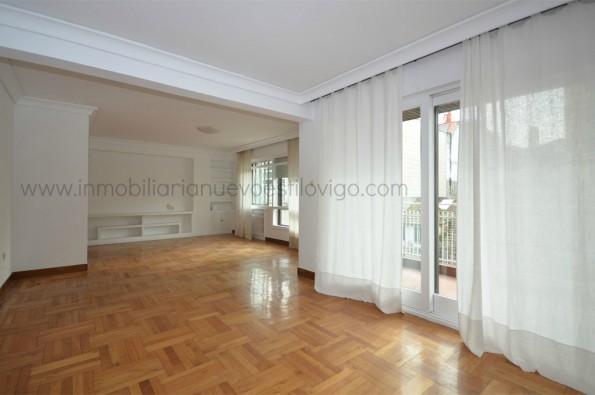 Gran piso de cinco habitaciones en entorno Plaza de Compostela-Vigo_Zona Marítima Centro