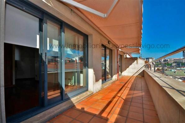 Soleado dúplex de 3 dormitorios con terraza en C/ Rosalía Castro-Vigo_zona centro