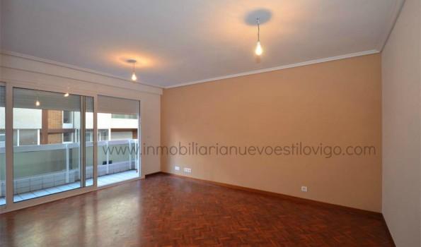 Céntrico piso con dos terrazas y garaje de tres dormitorios, C/ María Berdiales-Vigo_Zona Centro