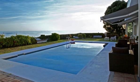 Exclusivo chalet de original diseño al borde del mar en Villadesuso-Sta. María de Oia_zona playas