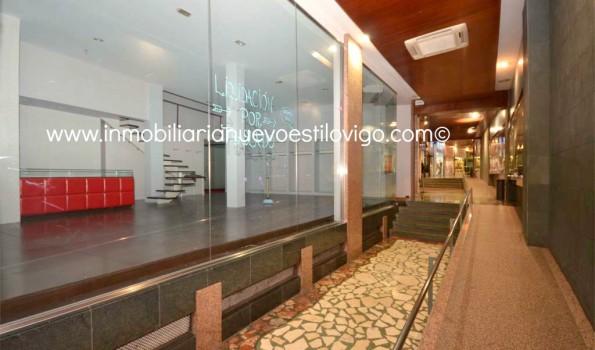 Amplio local con grandes escaparates en las Galerías  Durán, C/ Velázquez Moreno-Vigo_zona centro