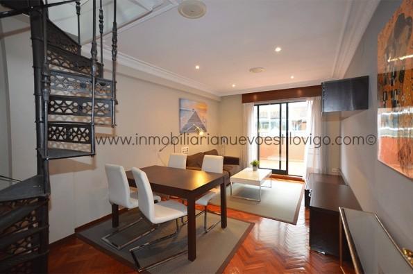 Estupendo ático dúplex amueblado de tres habitaciones con terraza en C/ Romil-Vigo_Zona Casco Vello