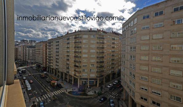 Alto y soleado apartamento de dos dormitorios con garaje, C/ Rosalía de Castro-Vigo_zona centro