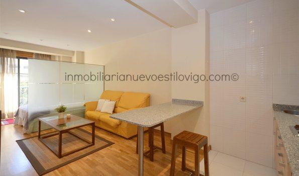 Soleado estudio con cama independiente, C/ Taboada Leal-Vigo_zona centro
