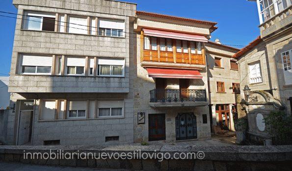 Edificio de cuatro plantas en el casco urbano de Baiona-zona playas