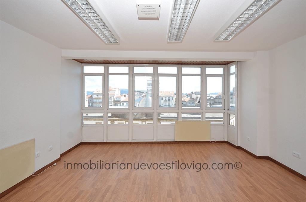 Luminosa y c ntrica oficina dividida en tres estancias c progreso vigo zona centro - Oficina de empleo vigo ...