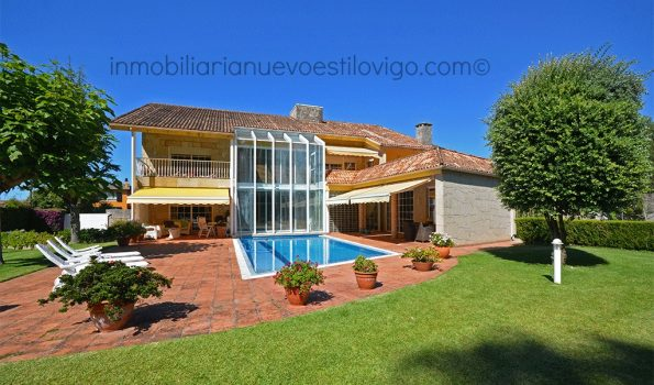 Impresionante chalet con piscina interior_exterior en Canido-Vigo_zona playas