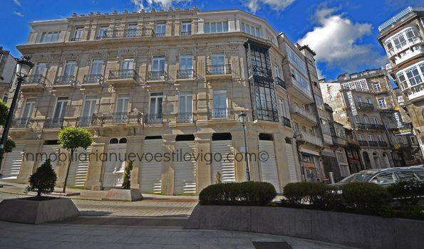 Local comercial situado en un bonito edificio emblemático, recientemente rehabilitado, C/ Carral_Vigo-zona centro