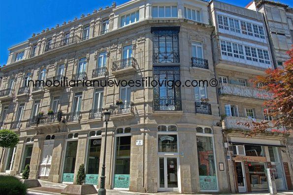 Local comercial situado en un magnífico edificio, recientemente rehabilitado, C/ Carral_Vigo-zona centro