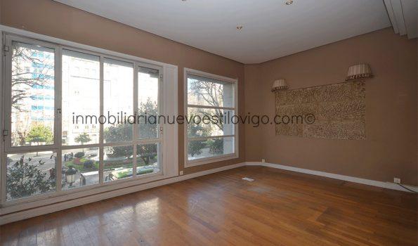 Elegante oficina, con posibilidad de convertirla en vivienda, con grandes ventanales en plena Plaza de Compostela-Vigo_zona centro