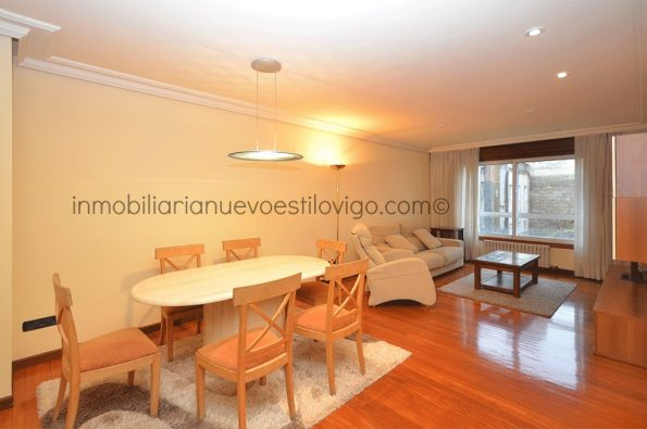 Magnífica vivienda de tres dormitorios con dos plazas de garaje en C/ Colón-Vigo_zona centro