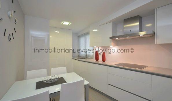Impecable piso, recién reformado, de dos dormitorios con garaje, C/ Torrecedeira-Vigo_zona peniche