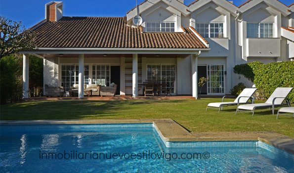 A un paso de la Playa este bonito chalet adosado con piscina en Playa América-Nigrán_zona playas
