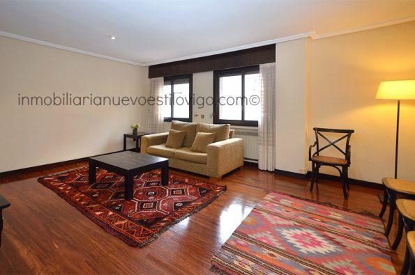 Amplia vivienda de dos dormitorios con garaje en céntrico edificio, C/ García Barbón-Vigo_zona centro