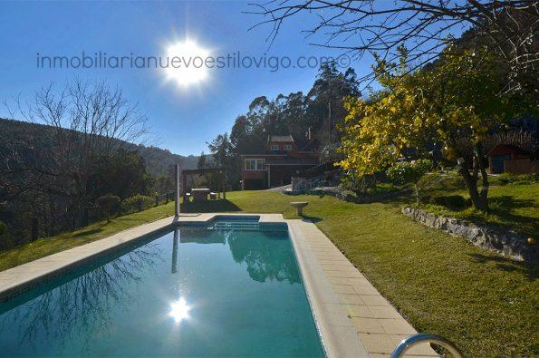 Casa de estilo rústico con jardín y piscina en Tebra_Tomiño/zona playas interior