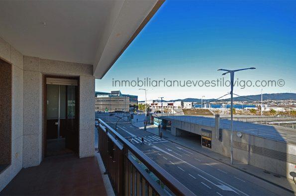 Amplio y luminoso piso para reformar con grandes ventanales al náutico y a la ría, C/ Laxe-Vigo_zona marítima/centro
