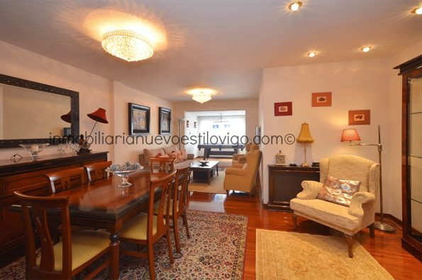 Soleada y amplia vivienda de 4 dormitorios y 2 plazas de garaje en C/ Zamora-Vigo_zona Traviesas
