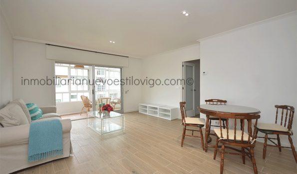 Bonito piso de tres dormitorios recién reformado, a un paso de la playa, en Avda. Castelao-Nigrán_zona playas