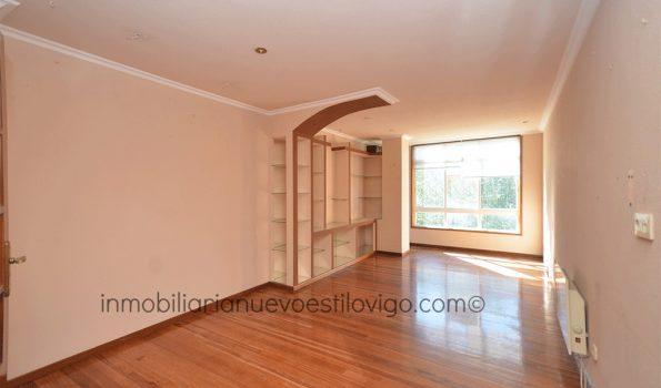 Luminosa vivienda de cuatro dormitorios con dos plazas de garaje, C/ Torrecedeira-Vigo_zona peniche