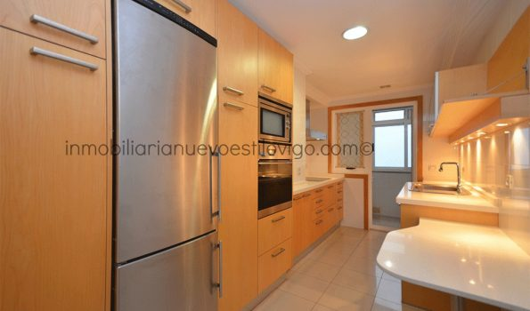 Céntrico apartamento de dos dormitorios, dos baños y garaje en Residencial Fraga, Plaza Fernando Conde-Vigo_zona centro