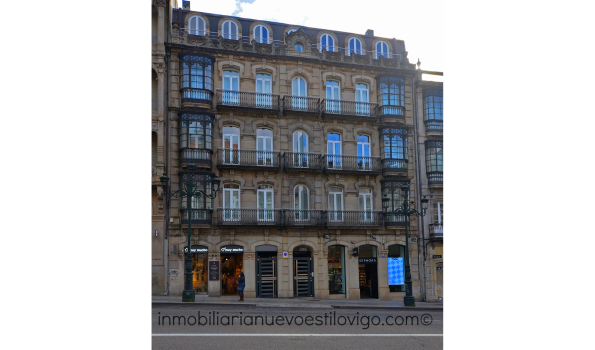 Céntrica vivienda en edificio señorial con tres dormitorios y garaje, C/ Urzáiz-Vigo_zona centro