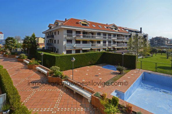 Cómodo apartamento de dos dormitorios con soleada terraza en urbanización con jardín y piscinas en Sabarís-Baiona_zona playas