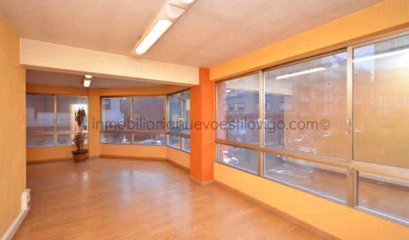 Céntrica y amplia oficina en entreplanta de 200m² en la C/ Simón Bolívar esquina Ecuador_Vigo-zona centro