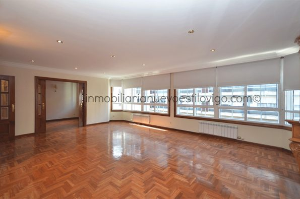 Estupenda vivienda de 240 m2 con dos plazas de garaje, C/ García Barbón-Vigo_zona centro