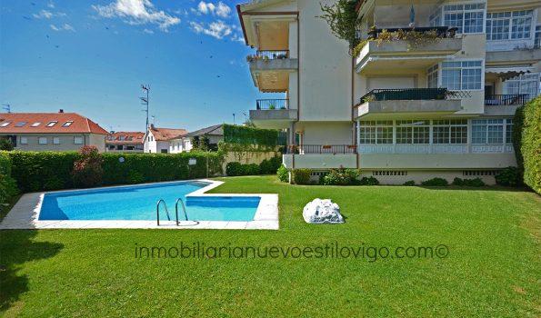 Estupendo dúplex de 3 dormitorios con dos plazas de garaje en urbanización con jardín y piscina, en Playa América-Nigrán_zona playas