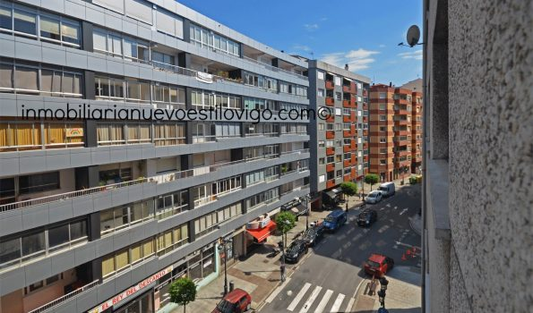 Soleada vivienda de tres dormitorios con garaje, C/ Torrecedeira-Vigo_zona Plaza de Juan XXIII