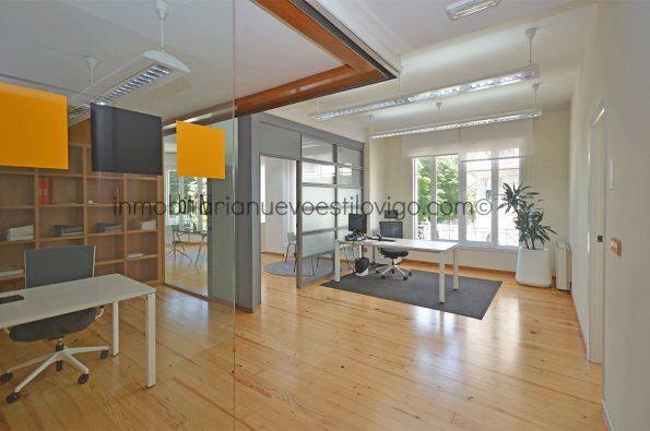 Inmejorable situación en la plaza de Compostela de oficina de 100 m2, Vigo-zona Alameda centro