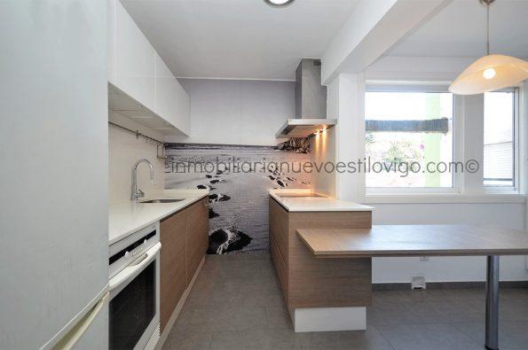 Cómodo y luminoso piso de tres dormitorios con vistas al mar en C/ García Barbón-Vigo_zona centro