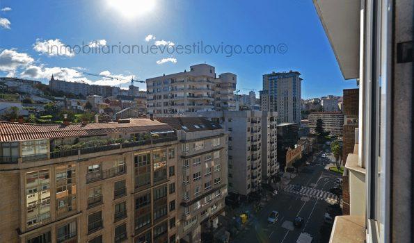 Soleada vivienda de tres dormitorios con garaje, C/ García Barbón-Vigo_zona centro