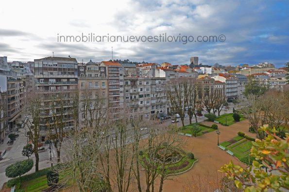 Espectacular vivienda de 233m2, exterior y soleada, situada en la plaza de Compostela-Vigo_zona centro