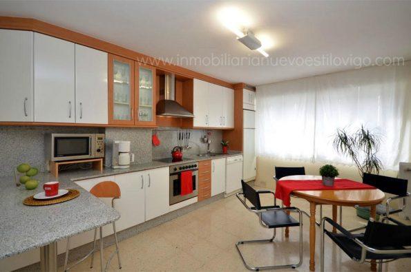 Amplia y soleada vivienda de tres dormitorios con garaje, C/ Camelias-Vigo_zona centro